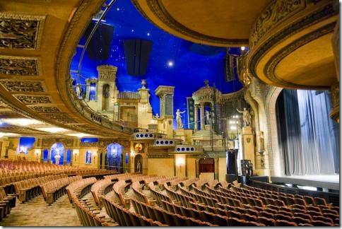 Зал театра Sydney Royal Garden