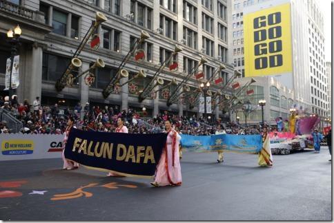 Falungun_Chicago_parad-03