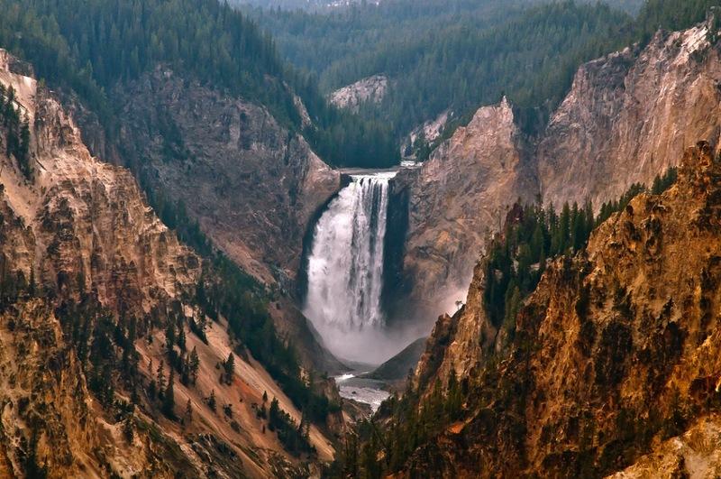 Йеллоустоунский парк. Водопад в каньоне