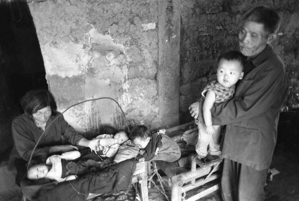80-летняя женщина вырастила более 30 брошенных детей