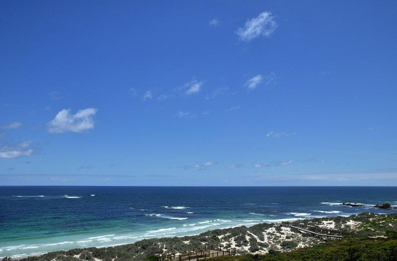 Неба и моря синь