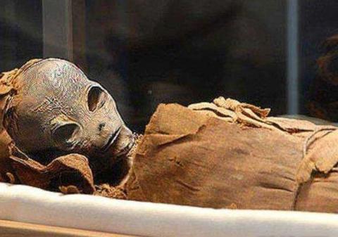 В египетской пирамиде найдена чужеродная мумия