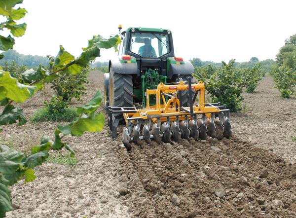 Техника для обработке почвы.